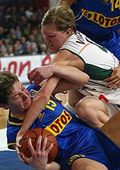Elina Stefanovskaia (left - LOTOS GDYNIA) and Brno's Jana Veselá fight for the ball